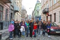 Група із ЗОСШ №46 (м.Миколаїв) посеред середньовічної вулиці