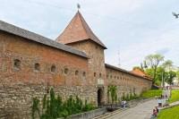 Мур монастиря бернардинів та Глинянська вежа