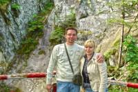 На фоні Кам'янецького каньйону