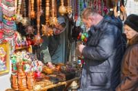 Экскурсоводы Львова - туристы на рынке