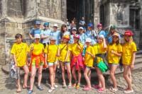 Экскурсия по центру Львова - группа школьников