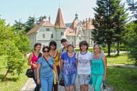 На фоні замку Шенборнів