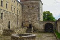 Нижнє замкове подвір'я