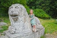 Скульптура лева, що сміється біля Олеського замку