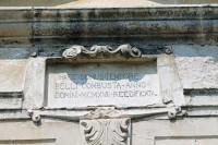 Старовинний напис на стіні замку в Свіржі