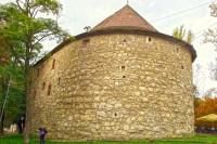В Пороховой башне тоже размещены экскурсионные бюро Львова