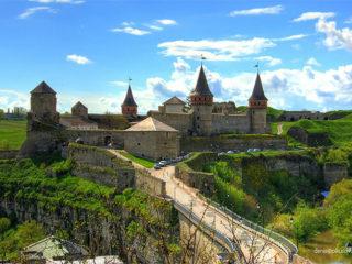 Тур на вихідні «Фортеці й печери Поділля і круїз по Дністру»